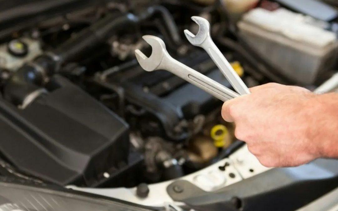 Estas son las herramientas que no deben faltar en tu carro